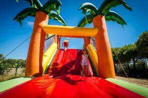 Jeux gonflables au camping le Sainte Marie
